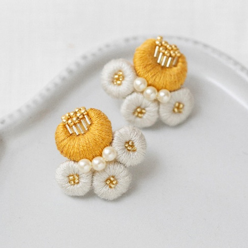 K.omono刺しゅうキット「plump florets」yellow